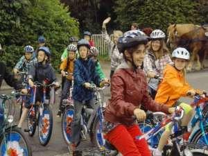Klasse 4 mit Fahrrädern