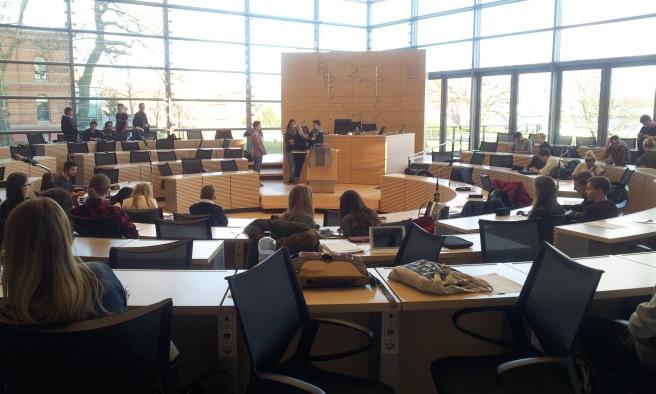 Pause des Landesschülerparlaments im Kieler Landtag.
